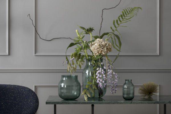 Omaggio glasvase fra Kähler i grøn og de fine stager. Nyhed: lanterne med læder strop
