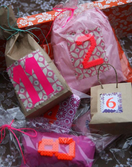 pakkekalender-perleplader-tal-karenmarie-nu-jul-julepynt-24-pakker-julekalender-bc3b8rnevc3a6relet-indretning-interic3b8r-gaver-