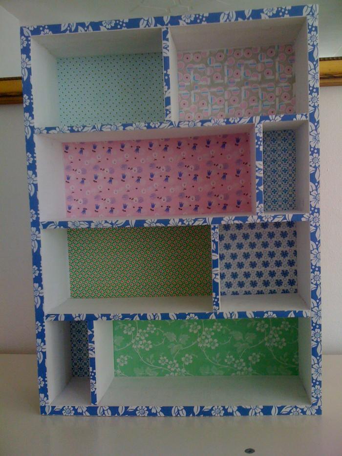 saettekasse-tapet-tapetseret-boernevaerelse-indretning-bolig-home-decor-kids-room-reol