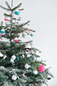 juletrae-pynt-pyntning-jul-moderne-julepynt