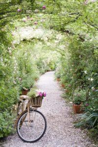 boligcious-home-decor-interior-have-udendoers-overdaekket-havegang