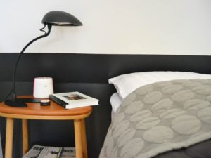 makeover-bedroom-indretning-sovevaerelse-sengebord-natbord-lampe