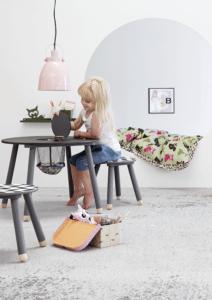 boligcious-boernevaerelser-interior-design-sillu-u-boernebord-bord-opbevaring