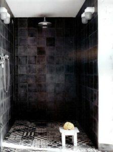 boligcious-indretning-design-bad-home-interior-brusebad-shower-sort-fliser
