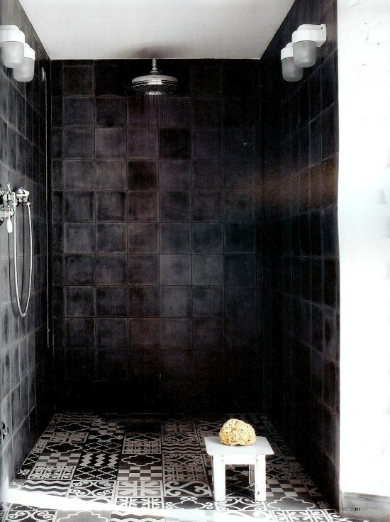 boligcious-indretning-design-bad-home-interior-brusebad-shower-sort-fliser