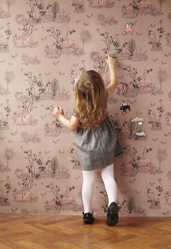 tapet-woodland-pige-blaa-wallpaper-boernevarelse-bolig-indretning