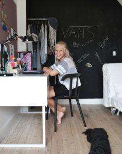 olivia-teenager-teenroom-indretning-teenagervaerelse-skrivebord