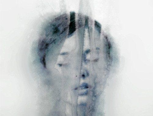 esther-de-groot-blur-grey