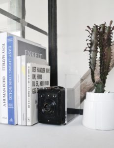 magasinholder-plexi-akryl-stilleben-indretning