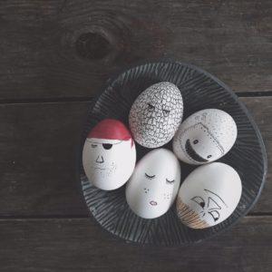 """""""Det er en syg høne der har lagt det æg der"""" – PÅSKEÆG: pustet og pyntet af Boligcious"""
