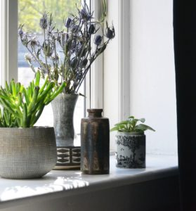 keramik-stentoej-loppefund-indretning-vindueskarm
