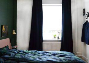 auping-bedroom-svevaerelse-palmgrove-palms-sengetoj-palme-bedcover-linnien-brass-pendant-indretning