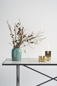 cross-candle-christmas-mood-1-high-table-white-marble