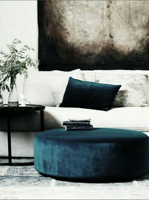 moody-interior_blue-velvet-furniture