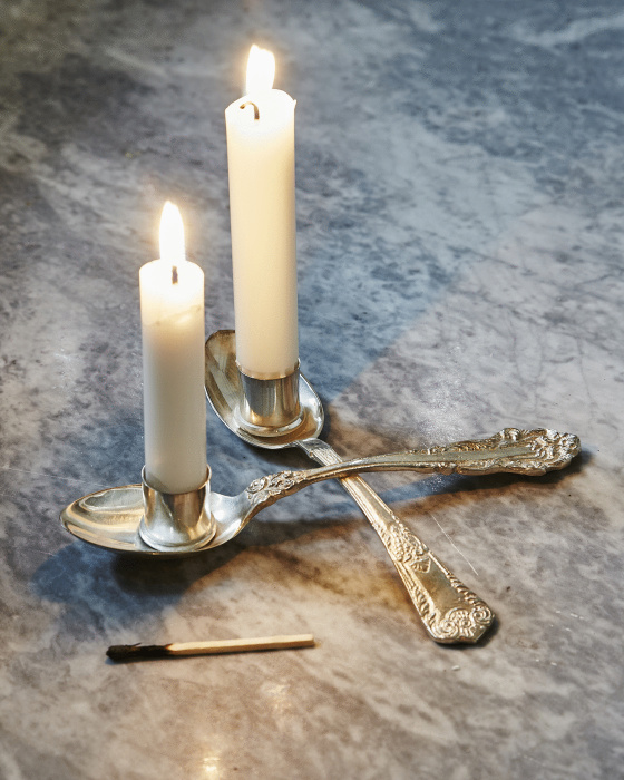 To lys på et bord...