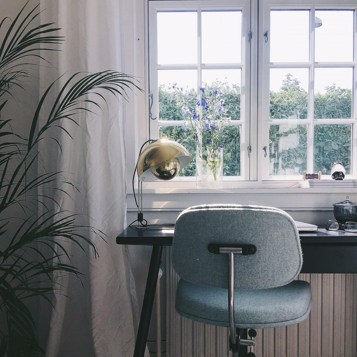 En smuk kontorplads midt i stuen