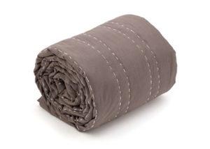 Caroline quilt tæppe støvet brun - care by me