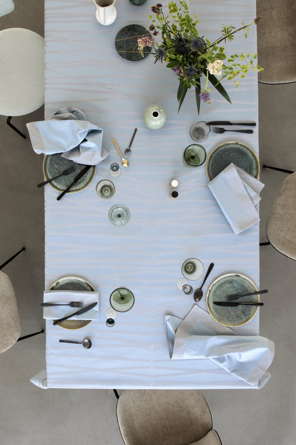 MIKADO_tablecloth_Blue shimmer_interior