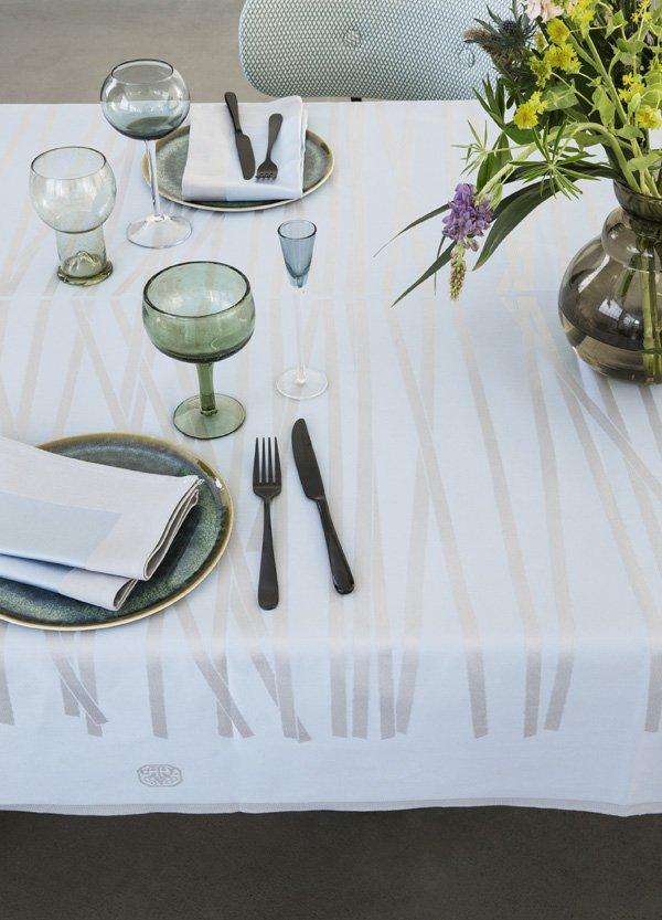 MIKADO_tablecloth_Blue shimmer_interior_close-up
