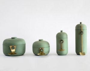 Flotte keramiske kroppe parret med håndlavede redskaber