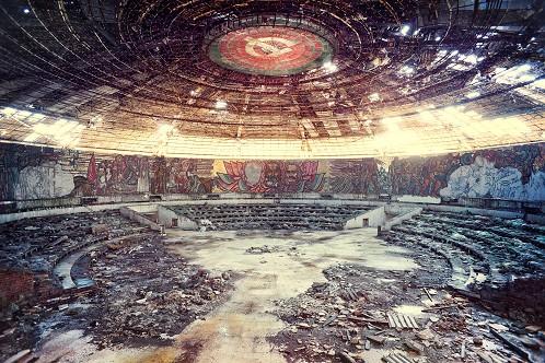 dogma--le-temple-communiste-aur-lien-villette