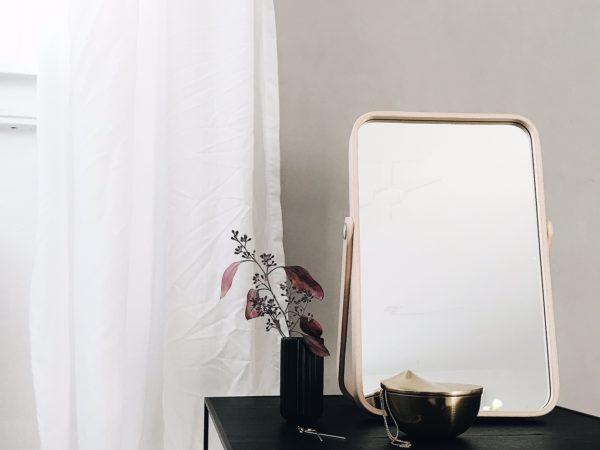 Vippespejlet ' IKORNES' har jeg ønsket mig længe. Jeg synes det er et flot skandinavisk design. Enkelt, minimalistisk og funktionelt. 149 kr. kan købesher