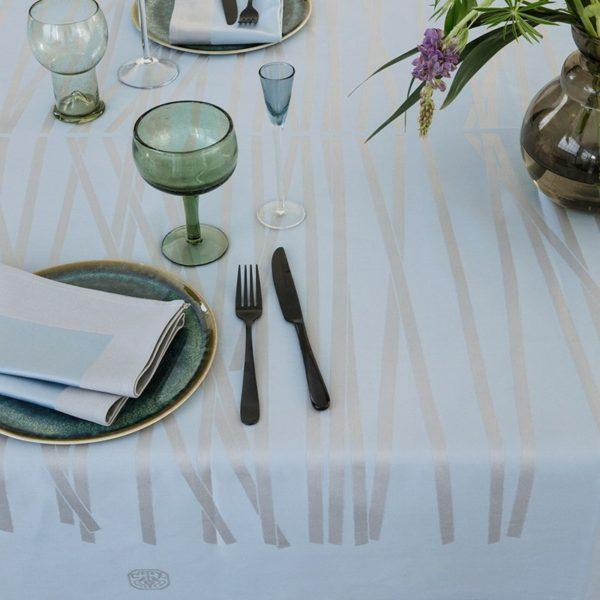 mikado_tablecloth_blue_shimmer_interior_close_up