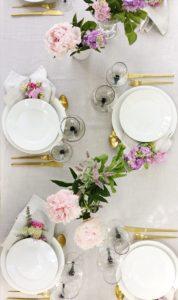 Sommerens smukt dækkede bord