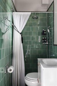 Badeværelse med retro grønne fliser