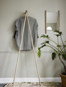 Garderobe med smart og pladsbesparende tøjstativ
