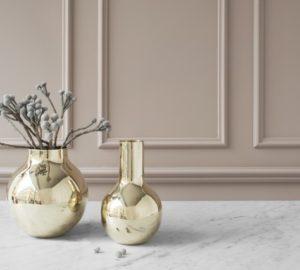 Buttede vaser i messing fra Skultuna