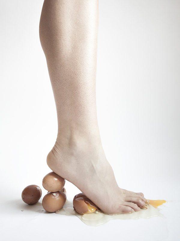 Fotokunst af Julie Bjarnhoff - Stilet lavet af æg