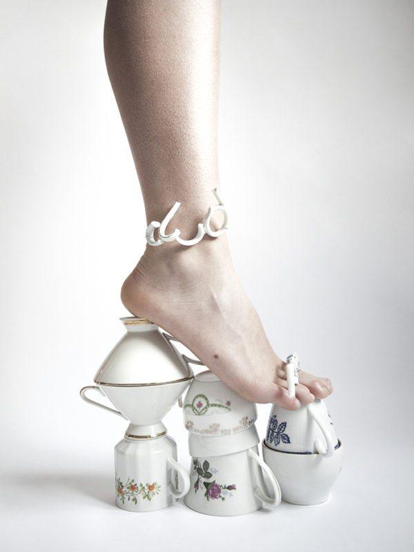 Stilet lavet af porcelænskopper - Fotokunst af Julie Bjarnhoff