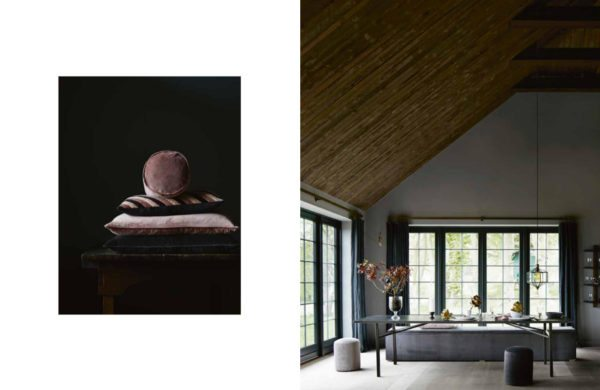 Smukt rum med langt spisebord og store flotte vinduespartier