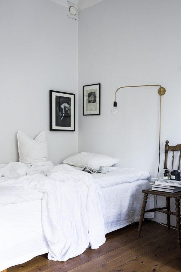 Soveværelse i stuen holdt i hivdt og meget enkelt