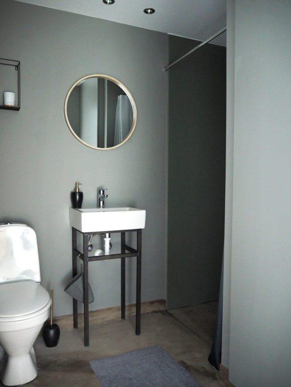 Badeværelse, råt med grønne vægge