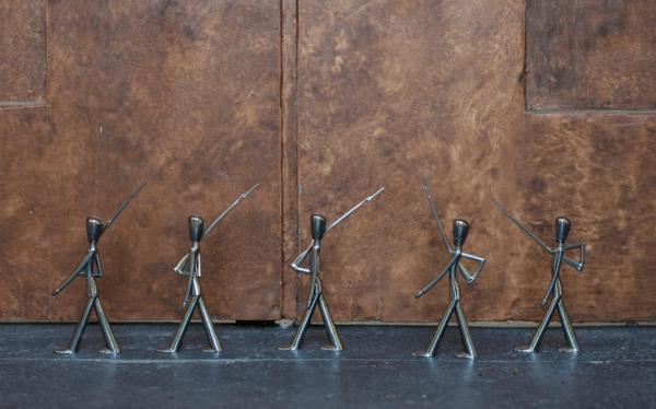 En Række af Kay Bojesens Kongelige Garder på en lang række