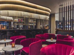 De smukke stole er designet af Space Copenhagen til hotellet.