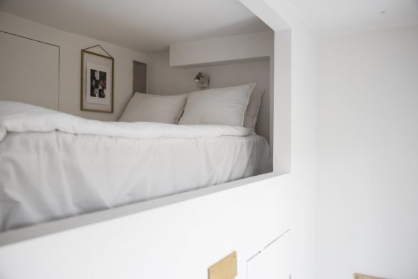 En lille bitte hems med plads til soverum.
