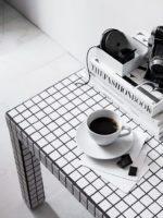 DIY: Sofabord med hvide fliser….