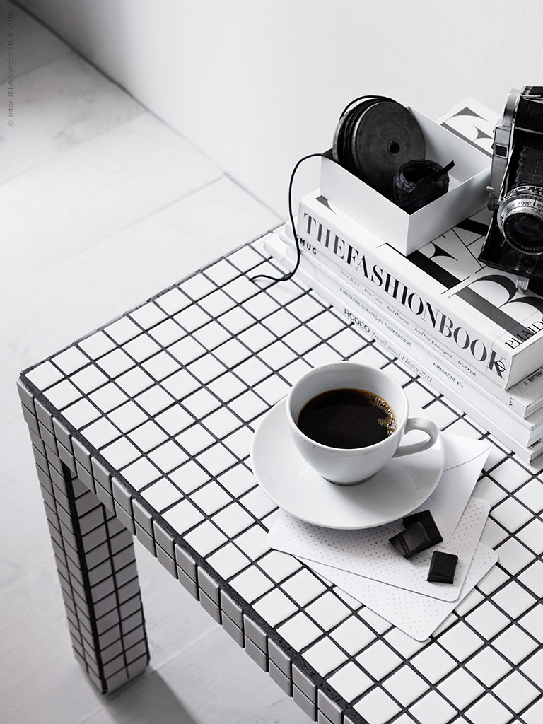 DIY: Sofabord med hvide fliser.... - BoligciousBoligcious